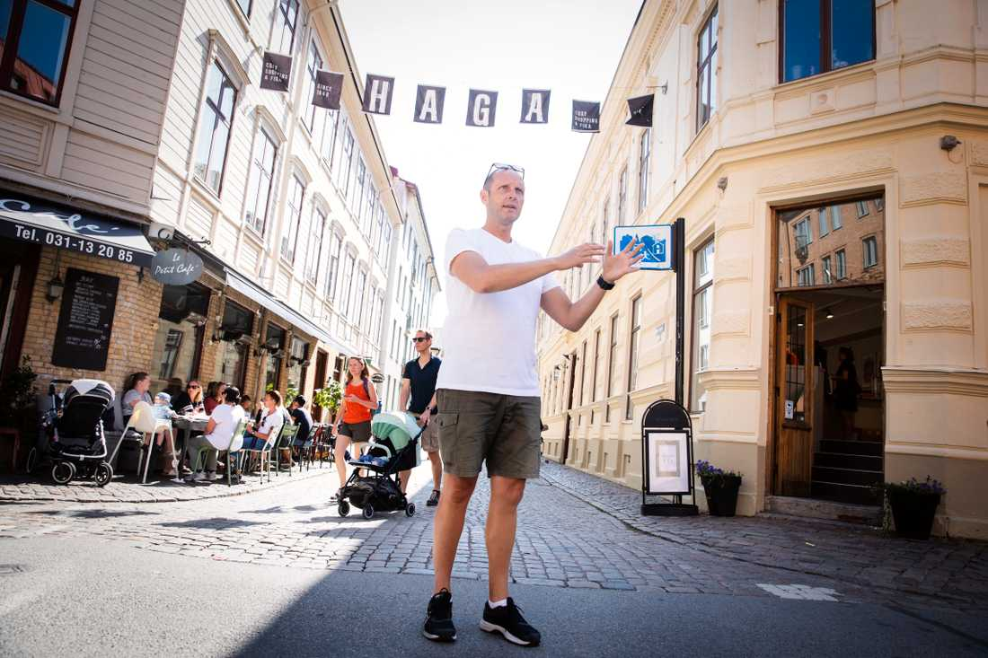 Jan Palmén, kriminolog och guide för Crimewalks i Göteborg, utanför ett hus där en styckmöderska höll till på 1800-talet.