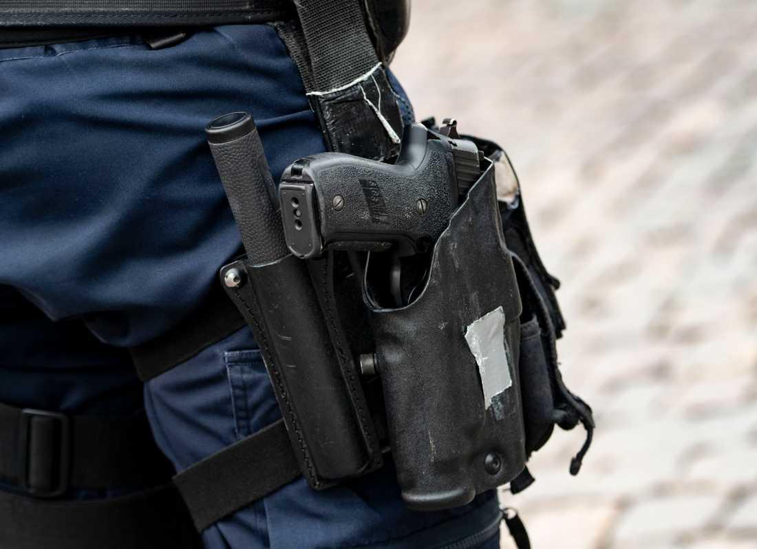 En polis får löneavdrag efter att ha glömt en pistol på en toalett på Friends arena. Arkivbild.