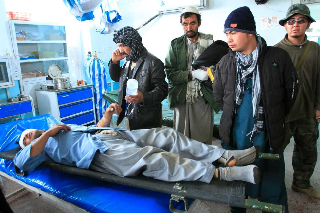 En man som skadades i explosionen i Ghazniprovinsen.