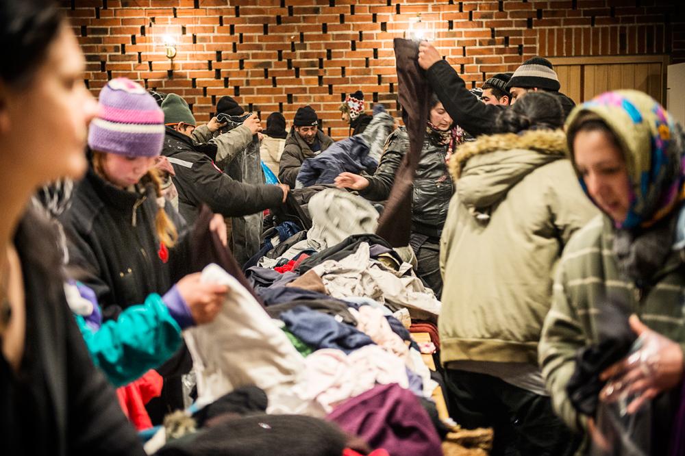 Anna Silver drog igång en insamling på facebook för att hjälpa romerna. Som mötesplats var Högdalens tunnelbanestation, där Anna stod och tog emot folks bidrag. Sedan skickades allt upp några hundra meter upp till vantörs kyrka.