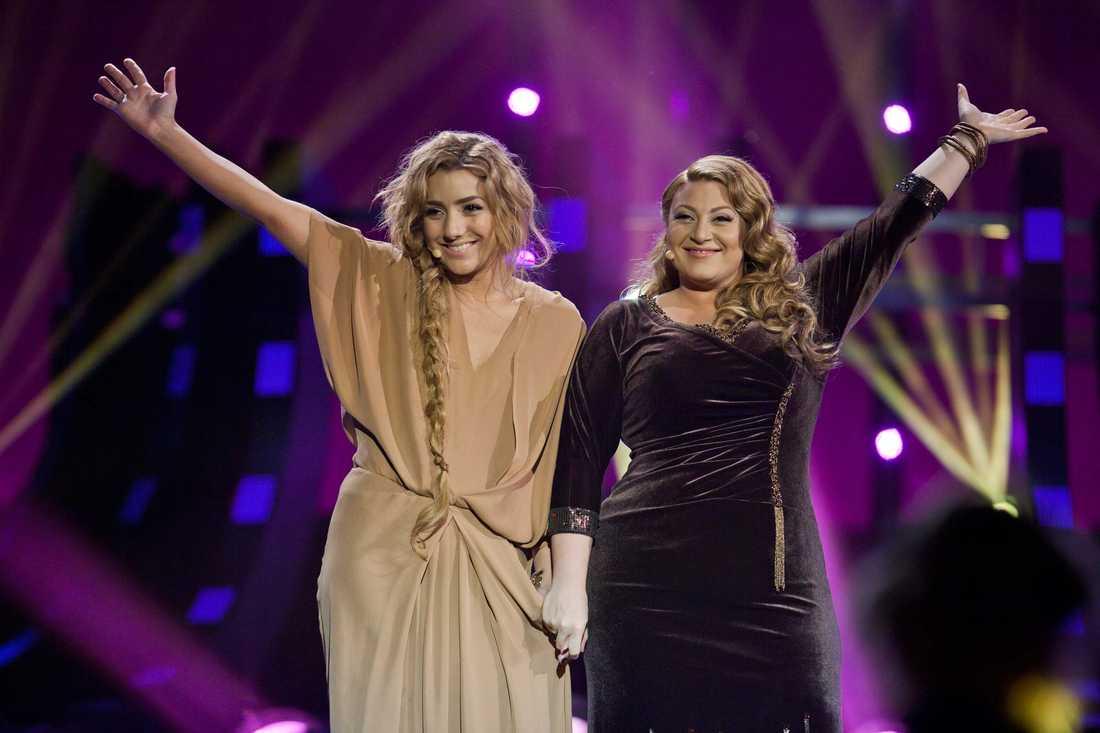 Favorit Gina Dirawi var programledare för Melodifestivalen 2012. Nu är hon oddsfavorit att bli årets julvärd i SVT.