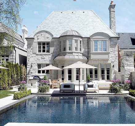 MILJONVILLA Mats Sundin ska sälja sitt exklusiva hus norr om Toronto. Förutom pool och spaanläggning har villan även en specialbeställd gasspis med åtta plattor.