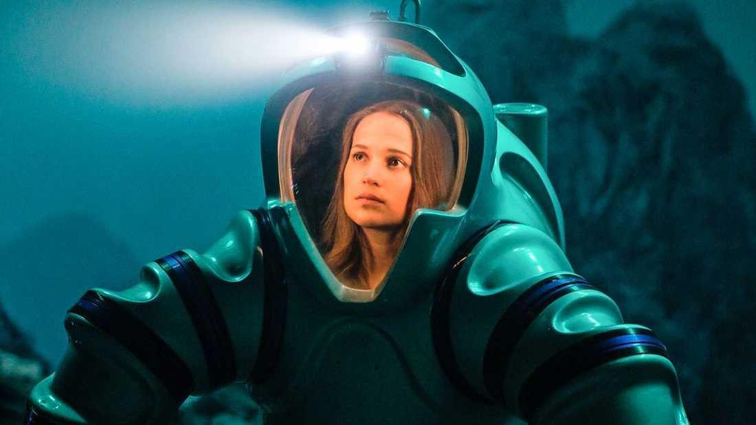 Alicia Vikander spelar en marinbiolog.