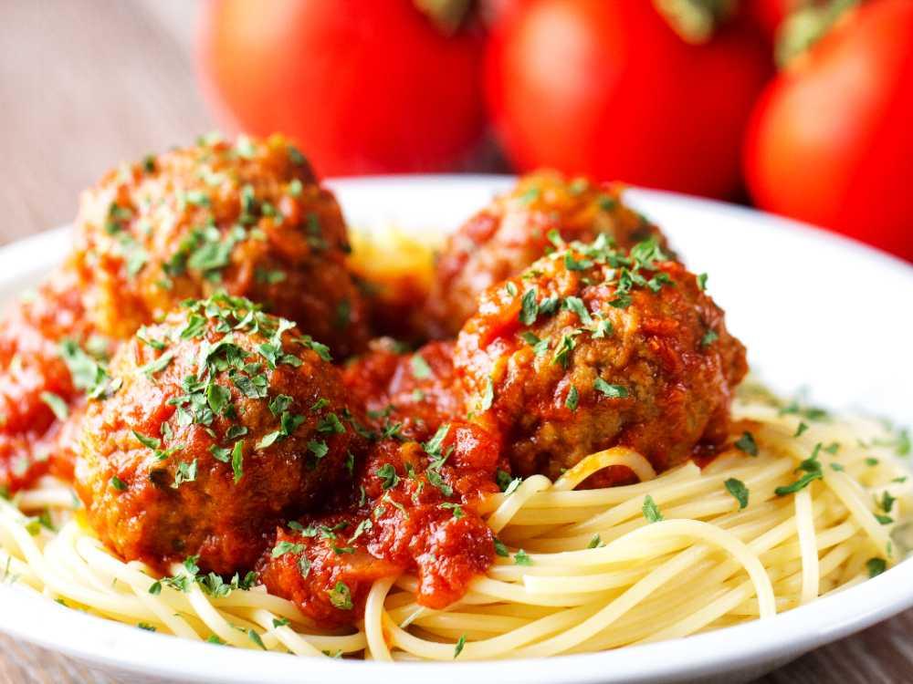 Italienska vegofärsbullar med spaghetti