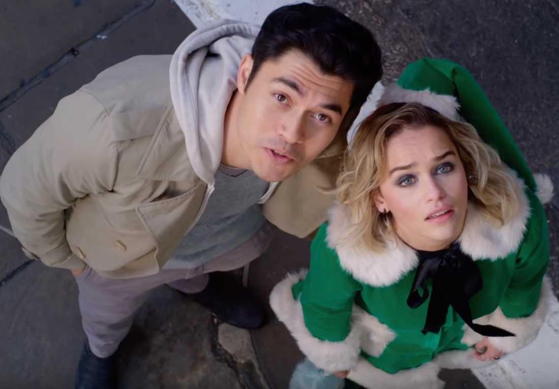 "Henry Golding och Emilia Clarke i ""Last Christmas""."