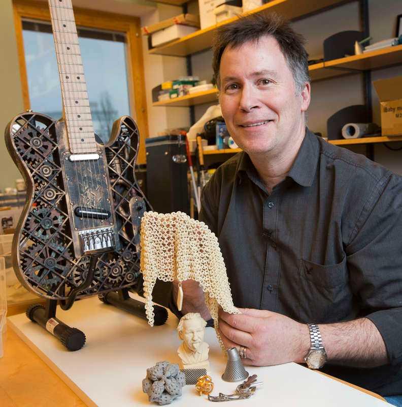 SKRIVER UT ALLT Professor Olaf Diegels har skapat det mesta i sitt arbetsrum på Lunds universitet med 3D-skrivare.