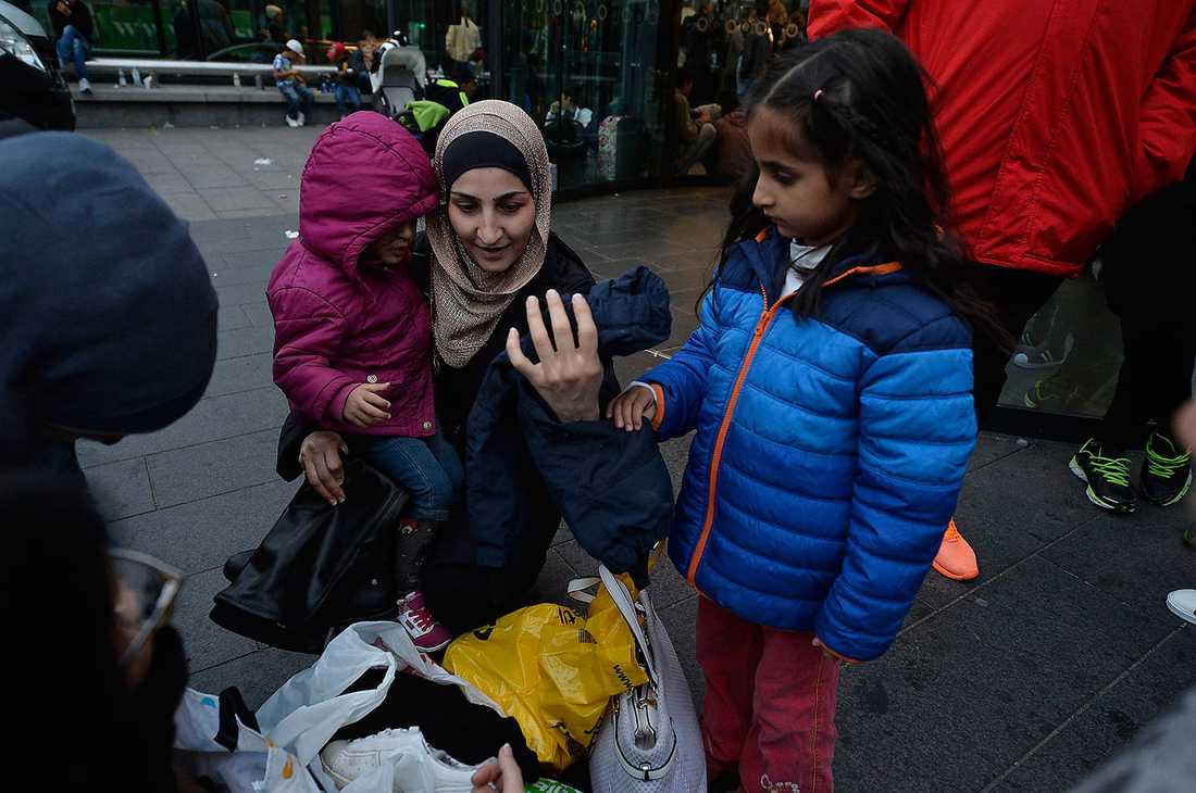 Flyktingar som tas emot i Malmö.