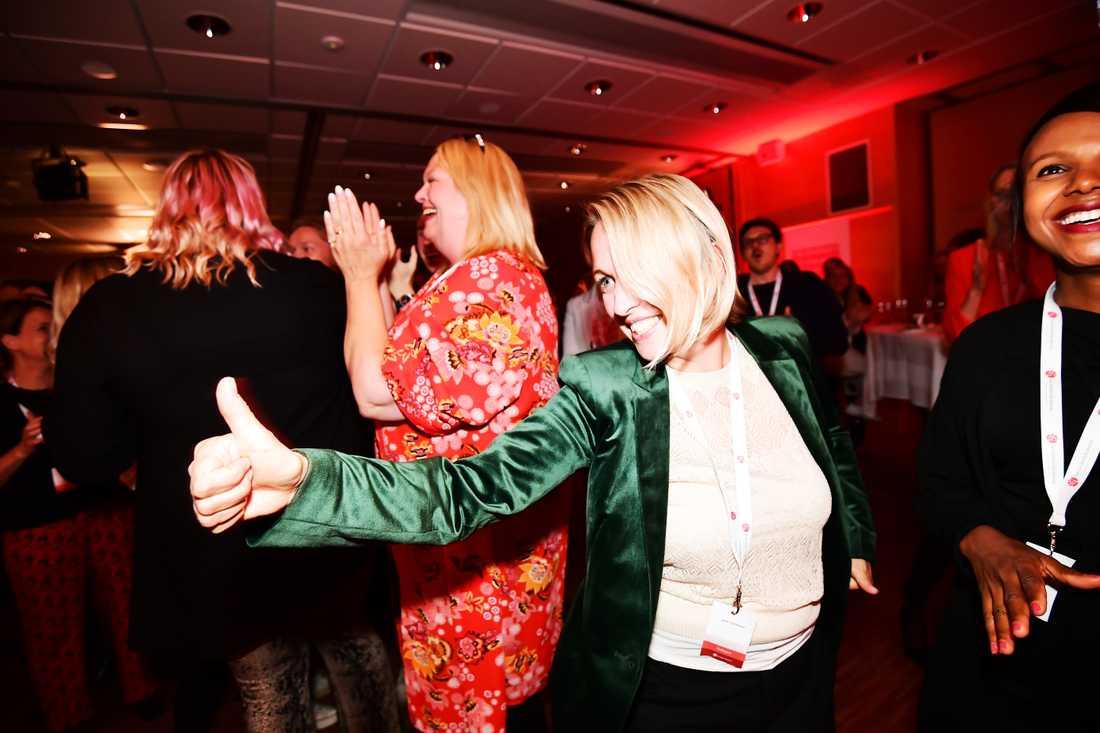 Socialdemokraternas Jytte Guteland var tydligen nöjd över resultatet i vallokalsundersökningen.