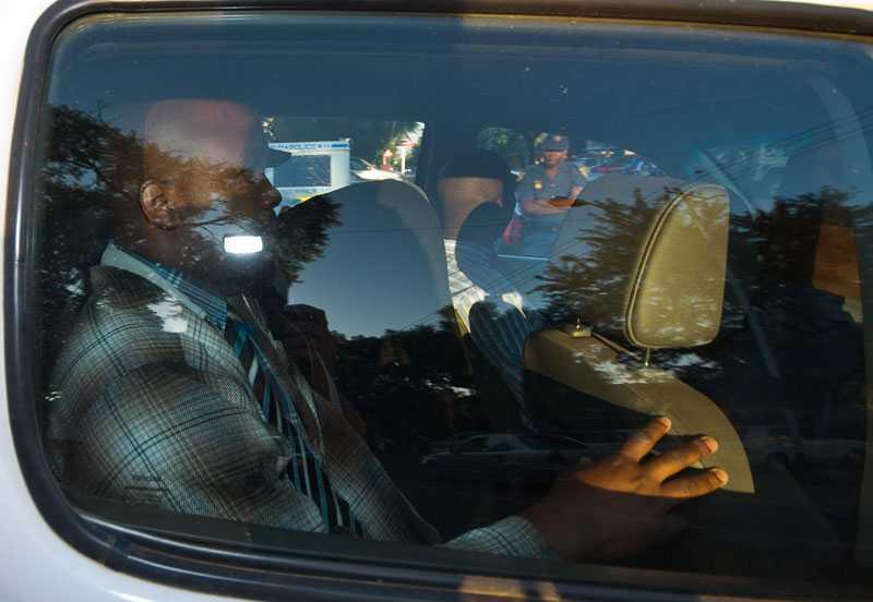 Pistorius anlände till rätten i morse täckt av en huva.