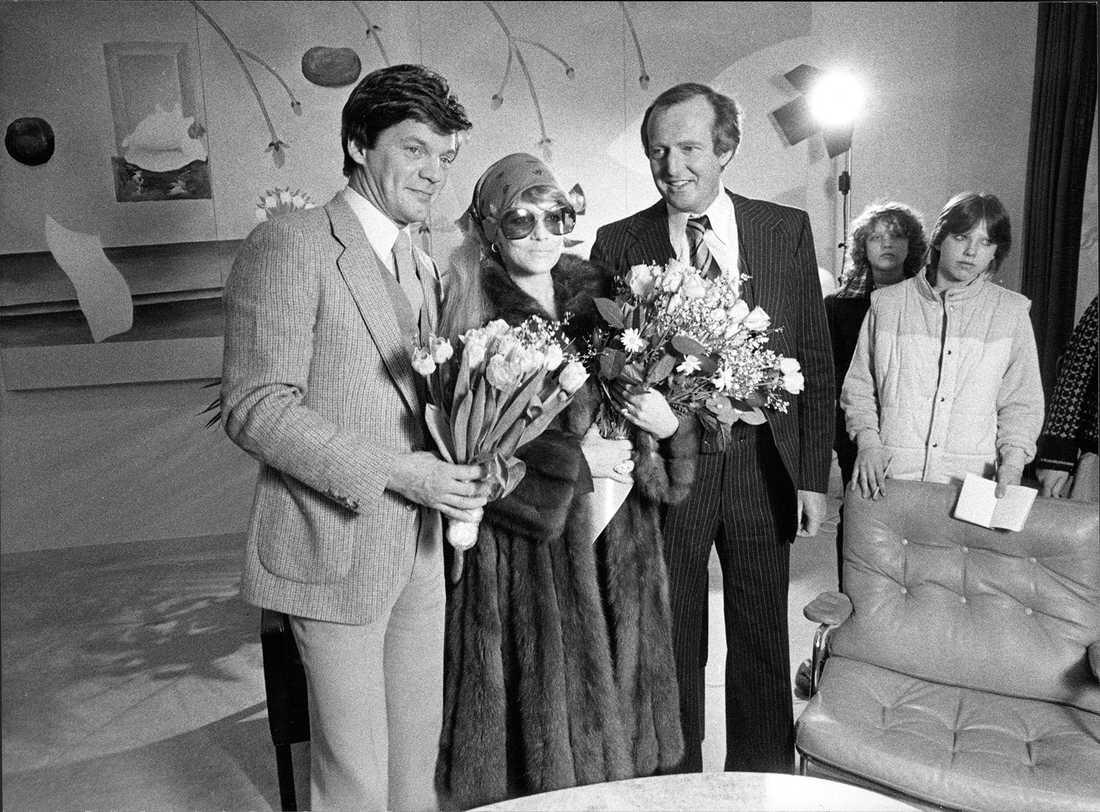 Bosse Parnevik, Ann-Margret och Hasse Wallman i VIP-rummet på Arlanda när Ann-Margret anlände till Sverige 1982.