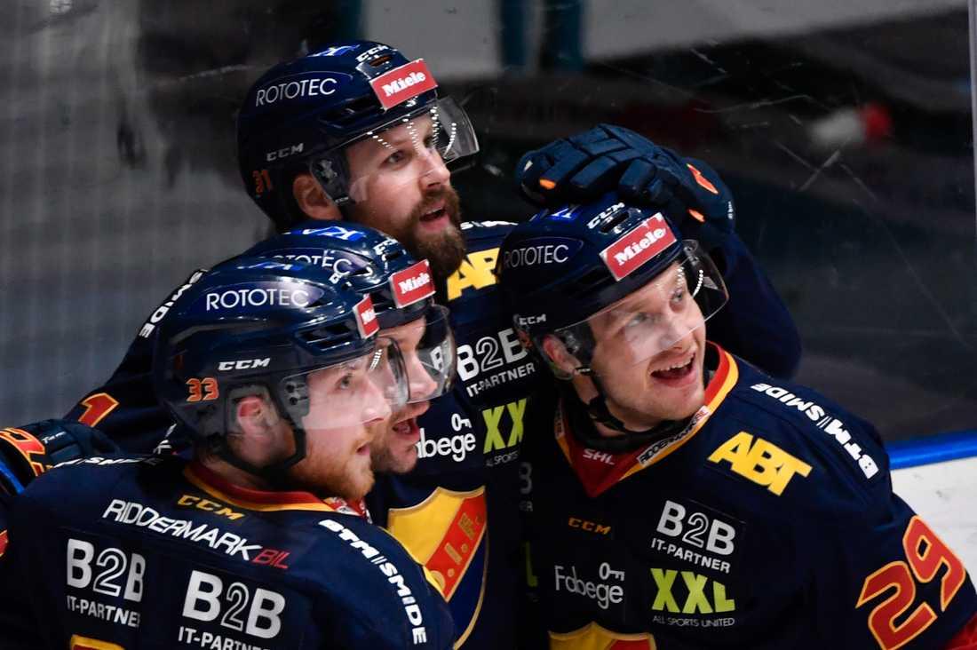 Djurgårdens Dick Axelsson (mitten) vill spela ytterligare en säsong i klubben. Arkivbild.