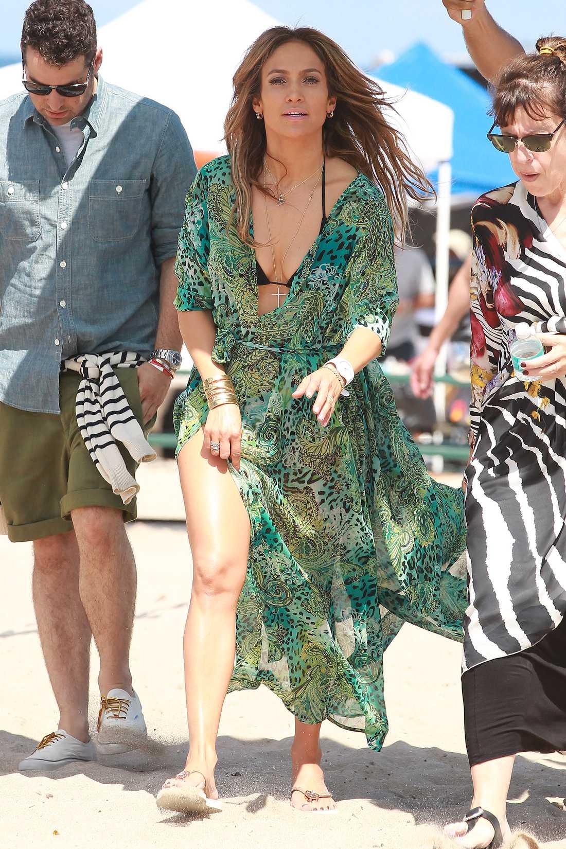"""Jennifer Lopez I Ft. Lauderdale och spelar in video till låten """"Live it Up""""."""