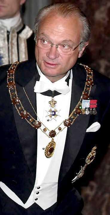 """Fel med grundlagsändring Kung Carl XVI Gustaf tycker fortfarande att grundlagsändringen i fråga om kvinnlig tronföljd för över 23 år sedan är """"lustig"""". Men från hovet betonas det att han är väldigt nöjd med hur kronprinsessan sköter sitt jobb."""
