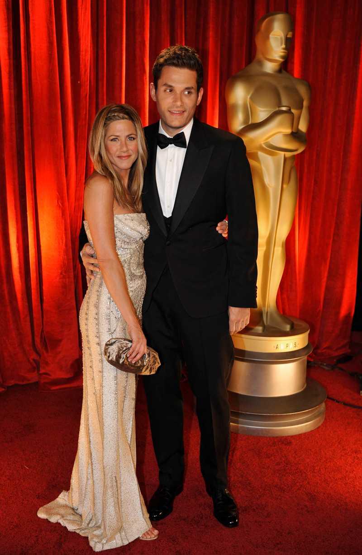 """JENNIFER ANISTON & JOHN MAYERFrån Oscar till uppbrott: 2 veckor.Det skulle bli årets möte. Jennifer Aniston, som var presentatör på galan 2009, skulle för första gången vara på samma tillställning som exmaken Brad Pitt och hans nya kärlek Angelina Jolie. Som ett ess i rockärmen drog då Aniston fram flamman John Mayer som """"moraliskt stöd"""" och knep en stor del av fotoblixtarna.Men säg det stöd som varar för evigt. Två veckor senare hade paret gjort slut."""