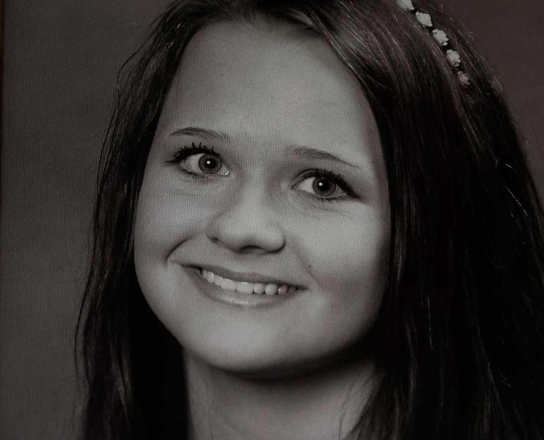"""DOG Melinda, 16, hade Aspergers, men ville inte vara någon med """"en jävla diagnos"""". Hon tog sitt liv den 3 april 2013."""