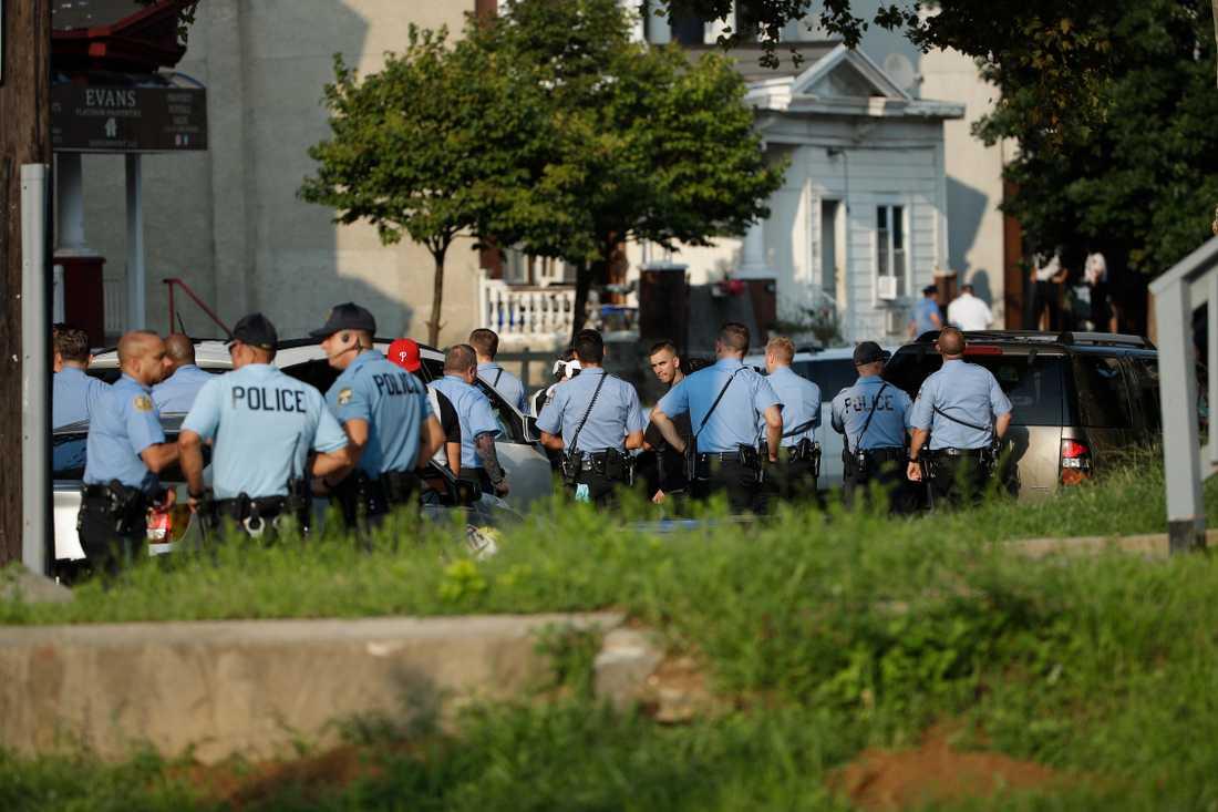 Skottlossningen inträffade på eftermiddagen i området Nicetown-Tioga i Philadelphia.
