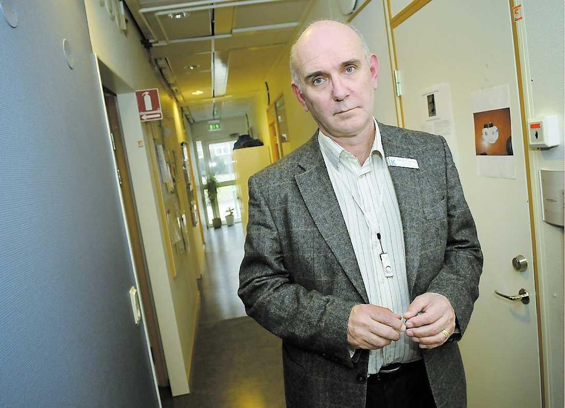 Chefsläkare Stefan Engqvist vädjar om att utredningen ska genomföras så snabbt som möjligt.