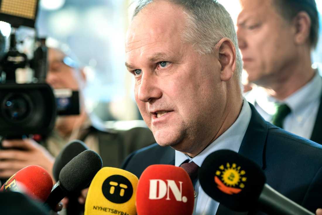 Vänsterpartiet och partiledare Jonas Sjöstedt var i allas fokus inför pressträffen där beskedet lämnades.