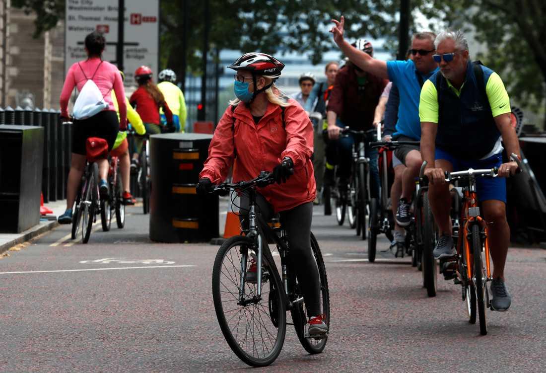 London är en av de sju städer som ingår i den nya studien. Här har många valt att ta cykeln för att undvika smitta under pandemin. Arkivbild.