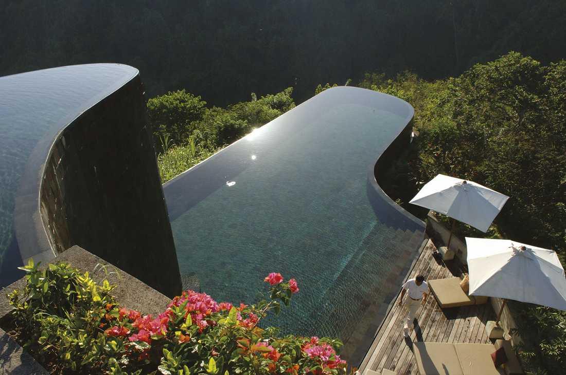 UBUD HANGING GARDENS, BALI Den här lyxiga eko-resorten är belägen mitt i regnskogen. Oändlighetspoolernas form ska påminna om närbelägna risterrasser. Boendet är i stugor av balinesiskt trä och alla har egen oändlighetspool utanför dörren. Pris: cirka 3000 kr/natt. Mer info: www.ubudhanginggardens.com