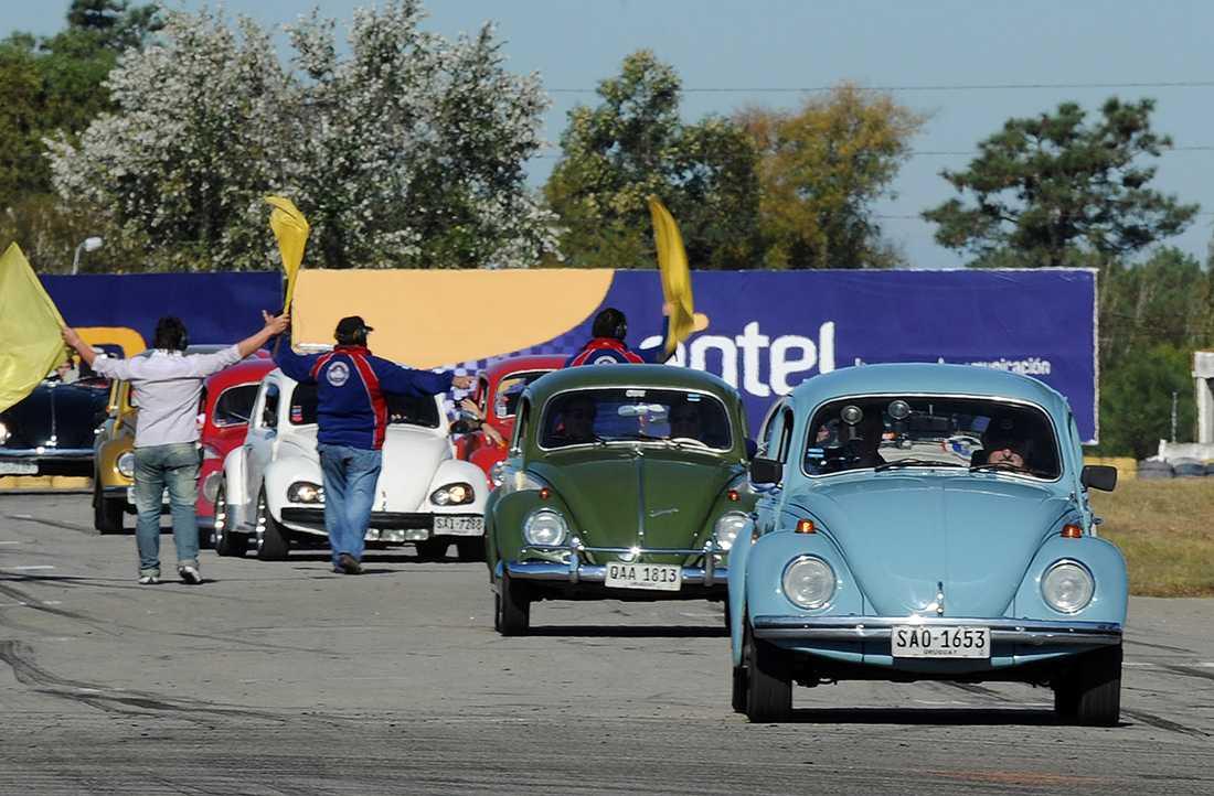 Han ses ofta köra sin Volkswagen Beetle, årsmodell 1987.