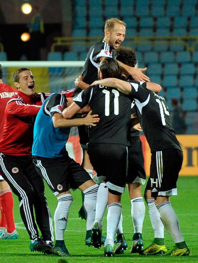 Albanska spelare firar efter matchen mot Armenien.