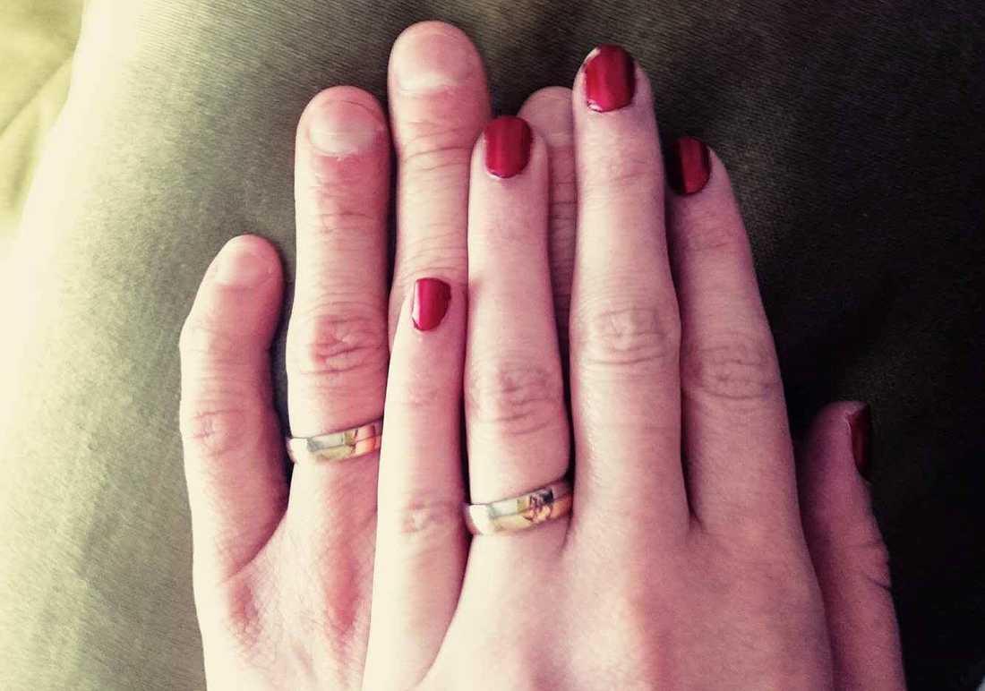 Paret har växlat ringar.