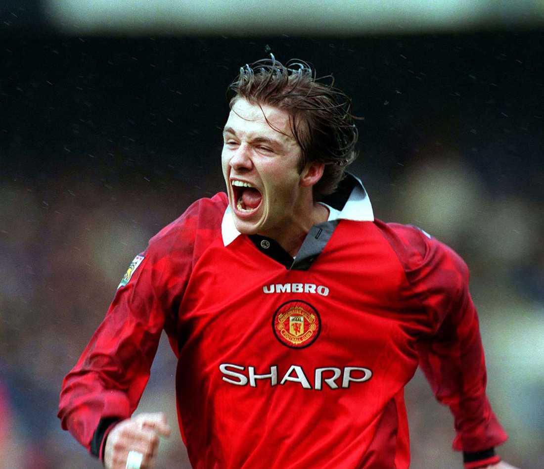 David Beckham har gjort 2-0 borta mot Chelsea på Stamford Bridge i januari 1998. Manchester United vann FA Cup-mötet med 5-3.