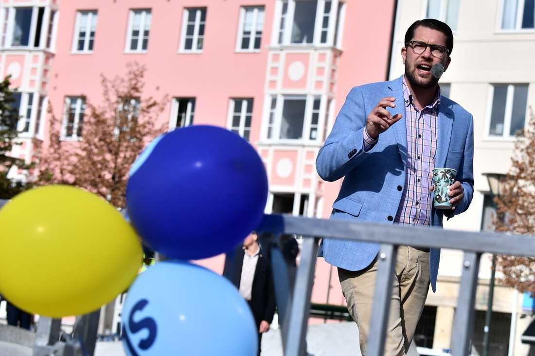 Jimmie Åkesson (SD) nämner partiledardebatten under sitt tal på Värnhemstorget i Malmö.