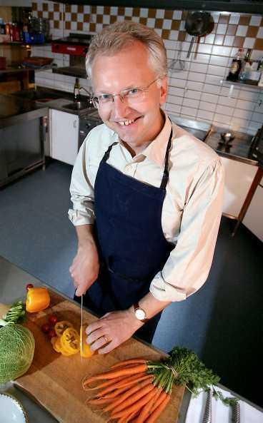 """regeringens kock När Pär Nuder får husera i köket har han som allra roligast. - Jag är ett riktigt freak, säger samordningsministern - eller """"Nutte"""" som Göran Persson kallar honom."""