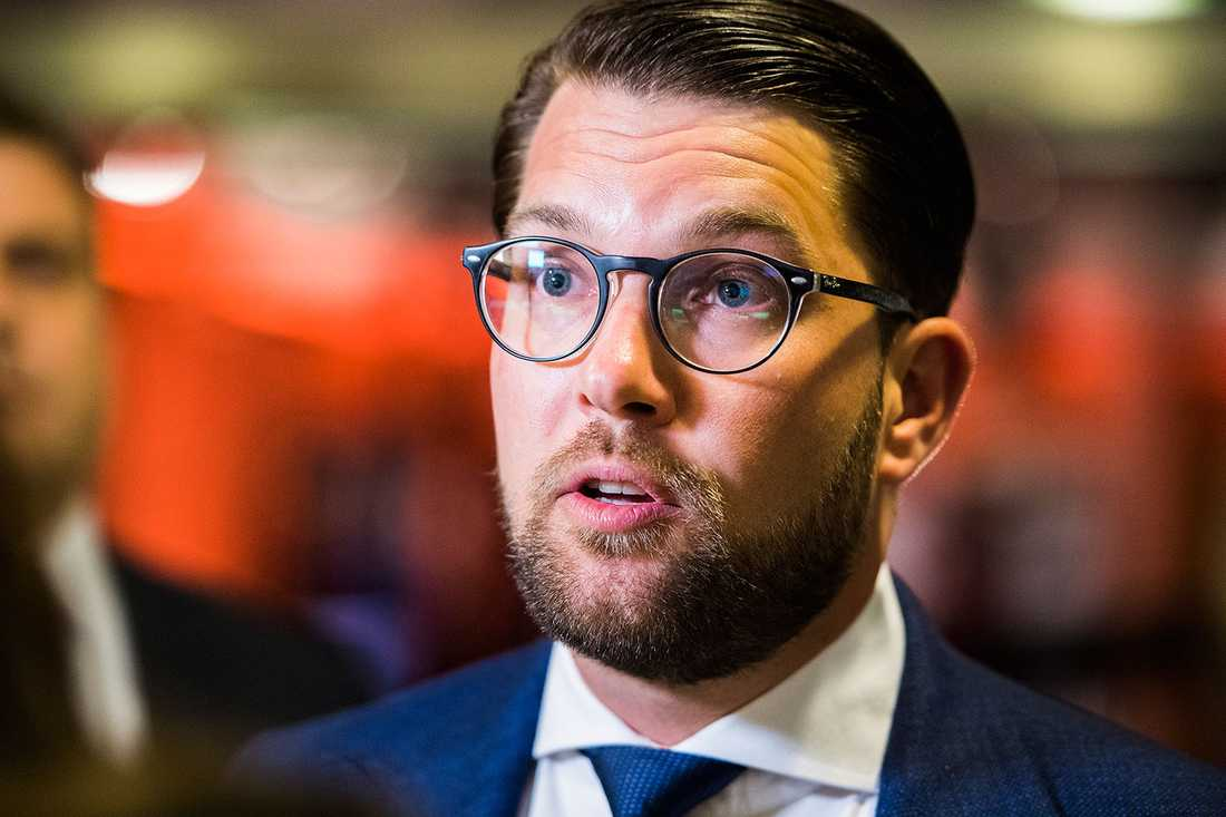 Jimmie Åkesson (SD) anser att den samlade Alliansen står längre ifrån SD än Socialdemokraterna i migrationspolitiken.