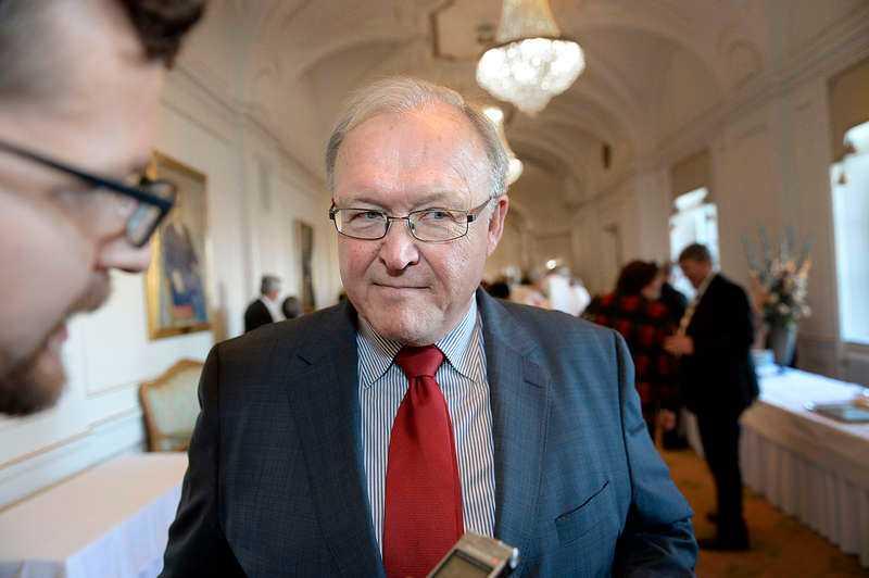 Göran Persson gick förlorande ur hyresstriden mot sina hyresgäster. Förre statsministern har ansökt om att säga upp avtalet och vräka paret Possler, men arrendenämnden beslutar nu att de får bo kvar på marken.