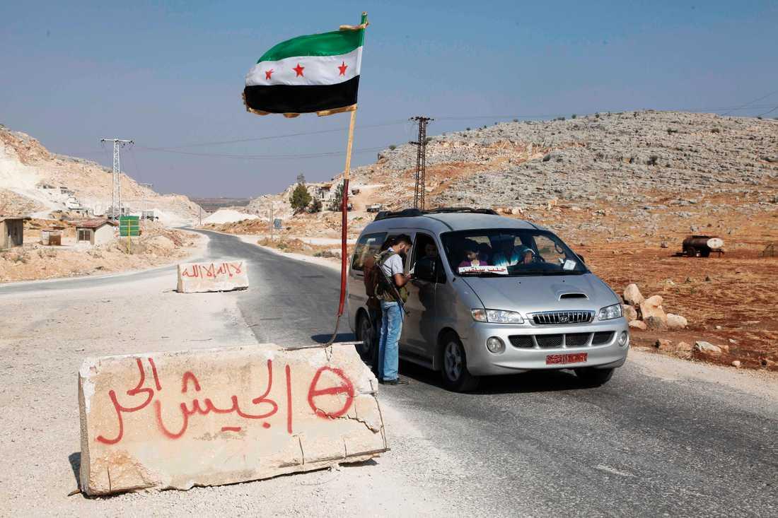 Flyganfallen riktades mot Maarat Misrin-området. Arkivbild från en vägspärr utanför staden.