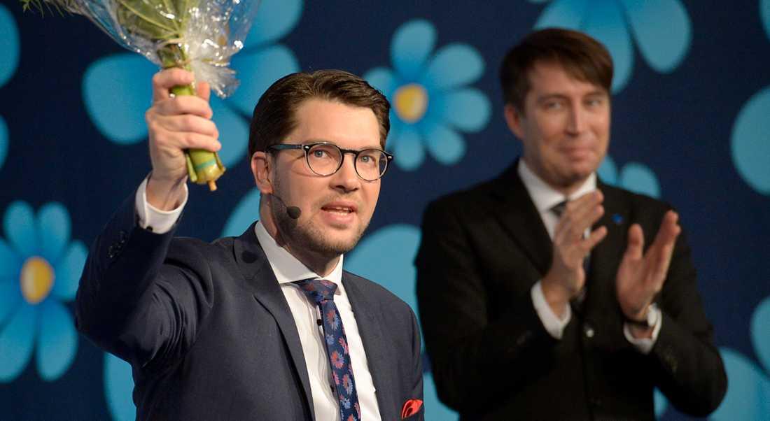 Jimmie Åkesson och Rikard Jomshof i SD-toppen hindrar en skarp reglering av vinsterna i välfärden och skolan i riksdagen. Partiet har ställt sig på friskolekapitalets sida.