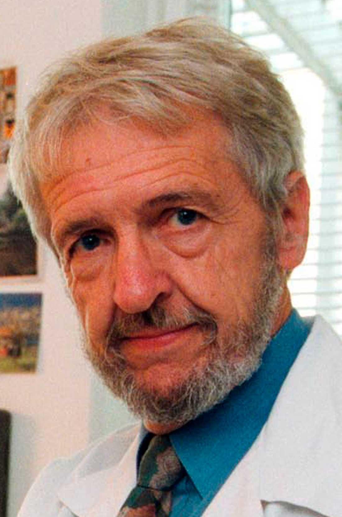 Uffe Ravnskov, docent i medicinska njursjukdomar och medicine doktor.