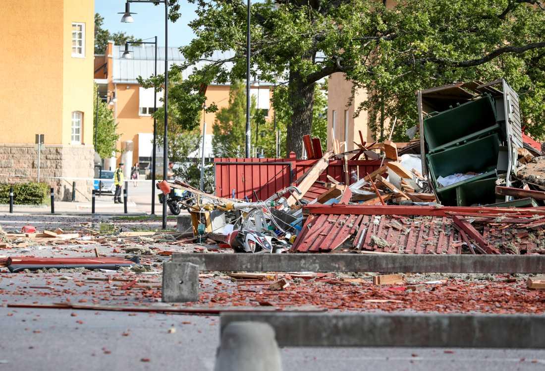 Delar av en polisbyggnad totalförstördes i explosionen.