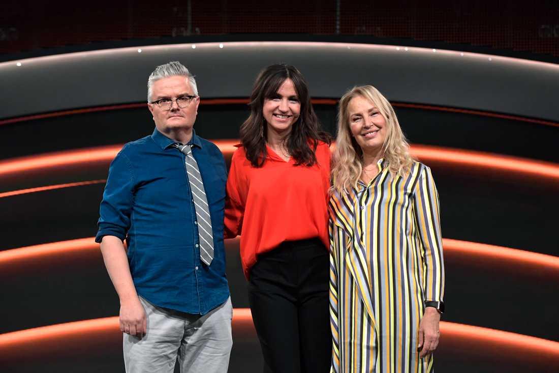 """Jan Gradvall och Zannah Hultén (tv) med programledaren Petra Mede inför """"Stjärnornas stjärna"""""""