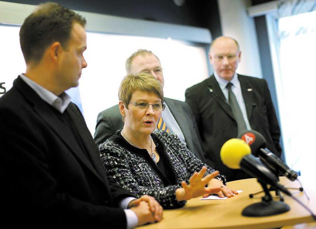 Näringsminister Maud Olofssons och arbetsmarknadsminister Sven Otto Littorins vid tidigare besök vid Saab i Trollhättan.