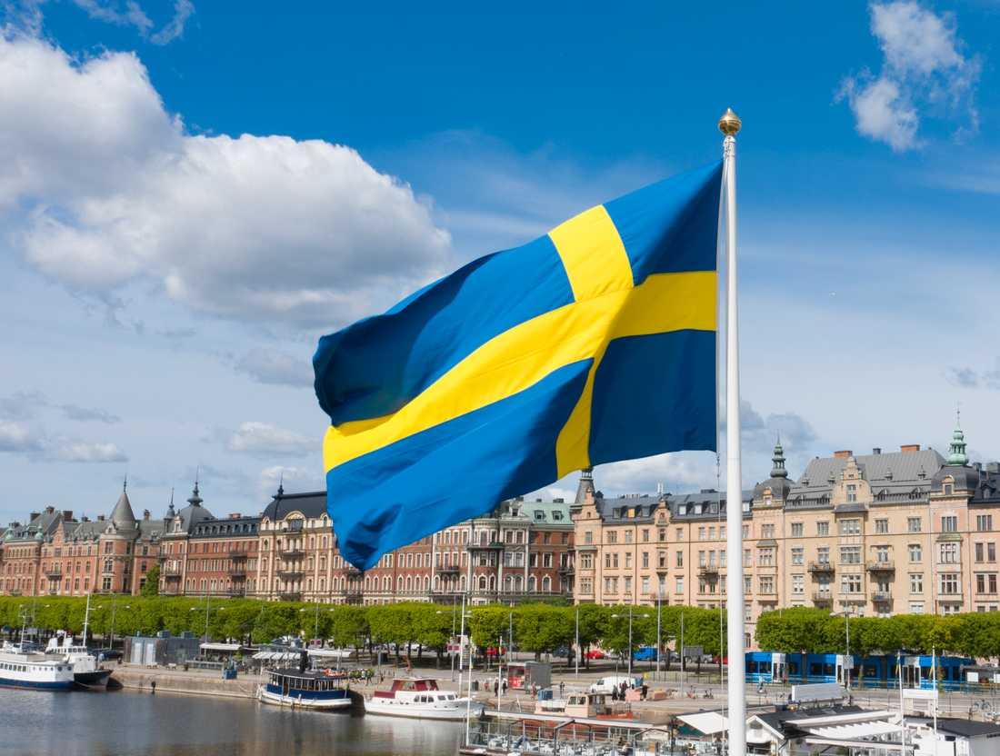 Svenska flaggan vajar i Stockholm.