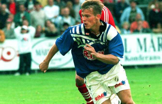 1994 debuterade han i allsvenskan för Halmstad och var snart ordinarie.