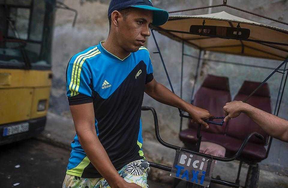 """""""Jag hoppas alla ska inse att det inte bara är USA:s fel att Kuba är fattigt"""", säger Pavel Gomez."""
