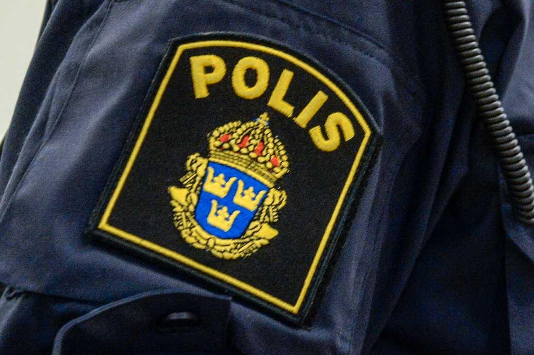 Den polisanställda mannen får jobba kvar även om han fälls. Arkivbild.