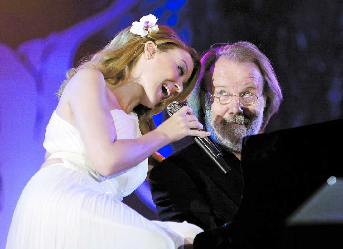 Kylie är ett hängivet ABBA-fan och började sjunga gruppens låtar redan som 8-åring.