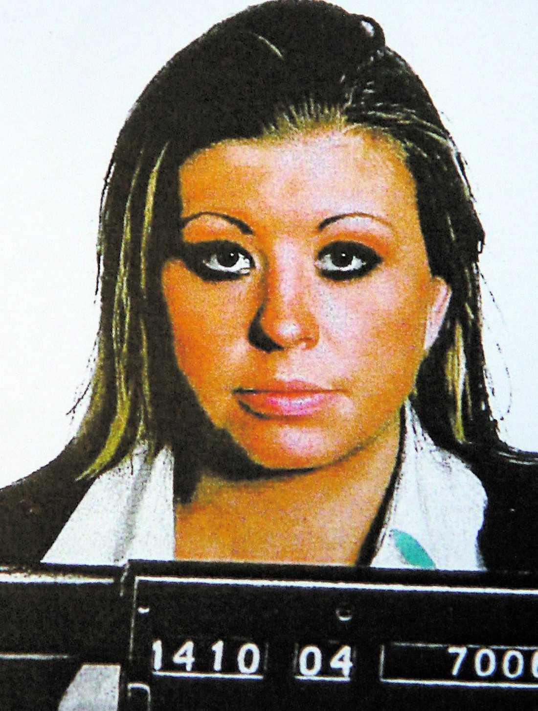 Efterlyst Storbedragerskan Ingela Jansson, 27, är på fri fot. Med charm, list och gränslös fräckhet blåste hon folk och företag på 1,6