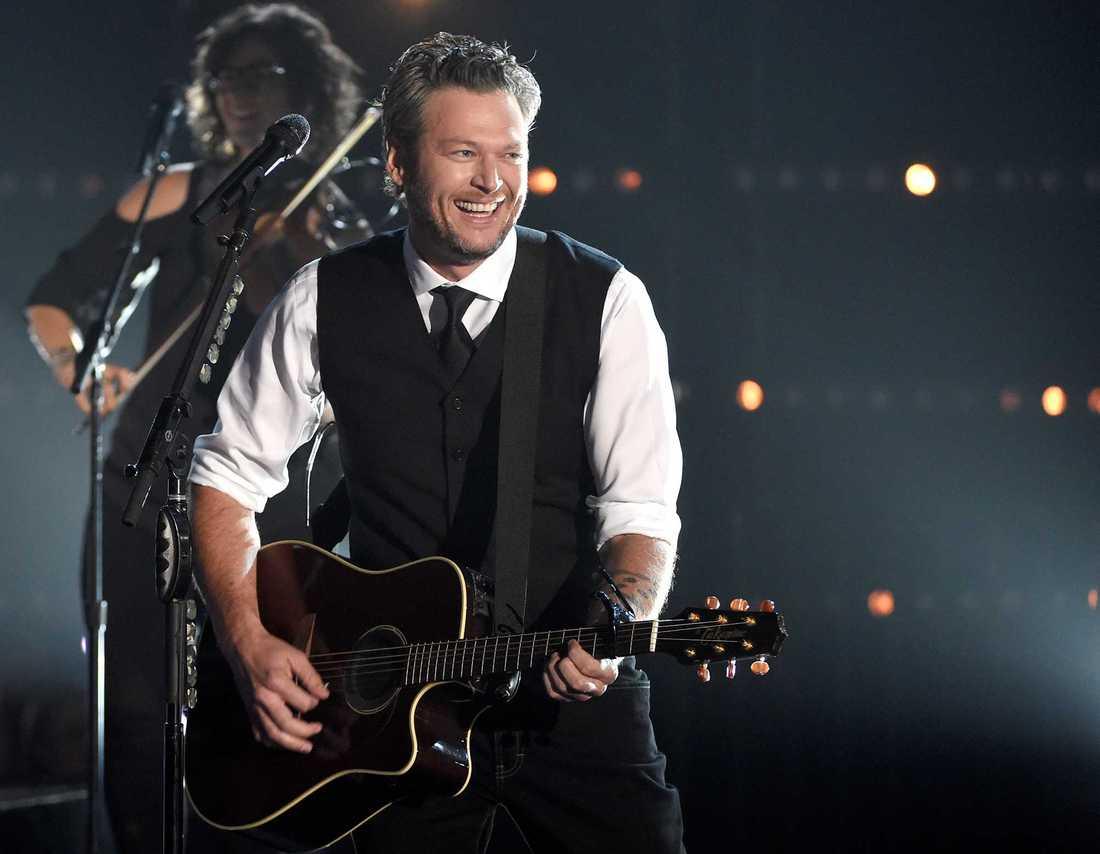 Gwen Stefani är numera tillsammans med countrysångaren Blake Shelton.