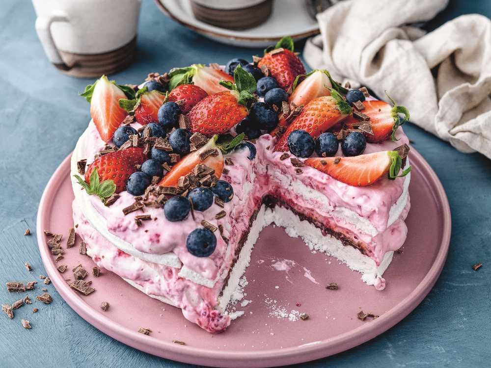 10-minuters tårta med marängbottnar.