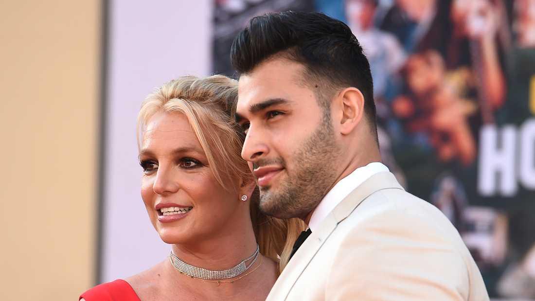 Britney Spears med pojkvännen Sam Asghari.