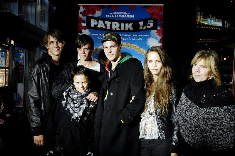 En stor familj My och Stellan har sex barn tillsammans: Sam, 30, Bill, 21, Gustaf, 31, Eija, 20, Valter, 16, och Alexander, 35 (ej på bild).