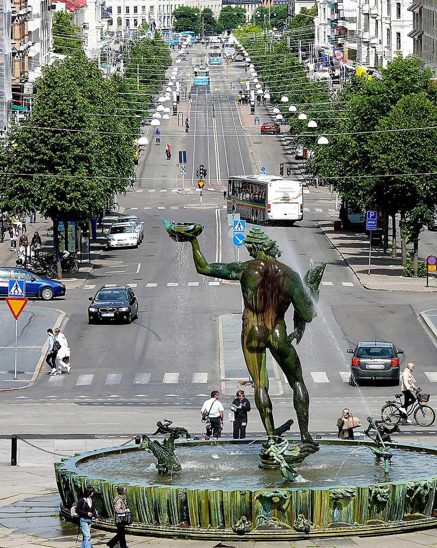 Den klassiska bilden Å ena sidan är Göteborg mysigt. Avenyn, Linnéstaden, kaféerna…