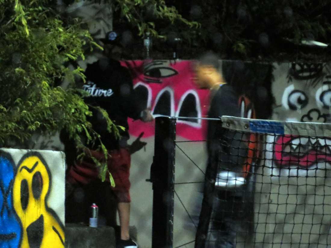 Justin Bieber verkar gilla att måla graffiti.